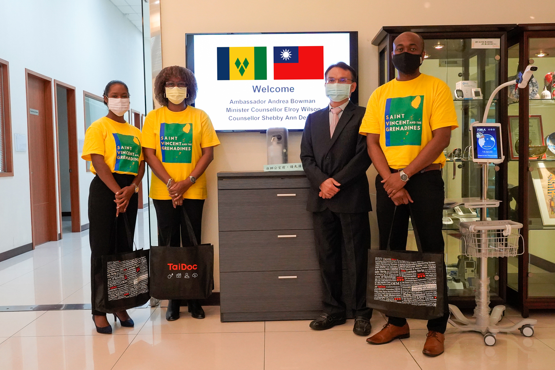 The Ambassador of Saint Vincent and the Grenadines, Andrea Clare Bowman, said that Saint Vincent and the Grenadines has to date conducted 26,675 tests, and has successfully screened and detected 738 COVID-19 positive patients since March, 2020. After cross-comparison with RT-PCR and other antigen rapid tests, TaiDoc antigen rapid tests are significantly faster and more accurate than other similar antigen rapid tests. COVID-19 antigen rapid tests can greatly increase the capability of COVID-19 infection detection in Saint Vincent and the Grenadines and reduce the huge pressure and impact that the country's government and medical system have faced as a result of the COVID-19 pandemic. Following negotiations with Ambassador Bowman, TaiDoc Technology decided to donate an additional 10,000 doses of antigen rapid tests to Saint Vincent and the Grenadines and the company hopes to offer more help.